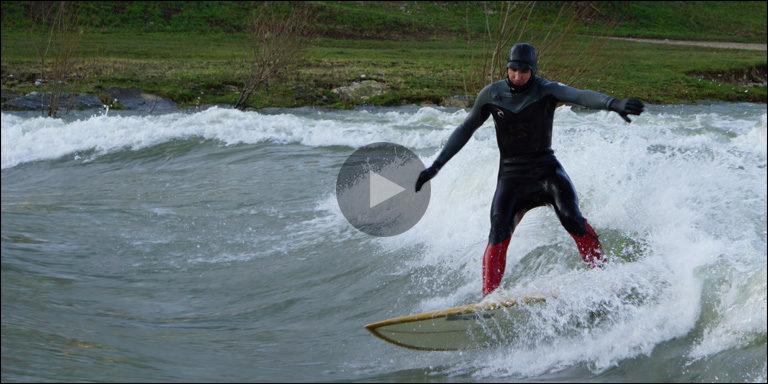Stehende Welle lockt Surfer auf die Birs