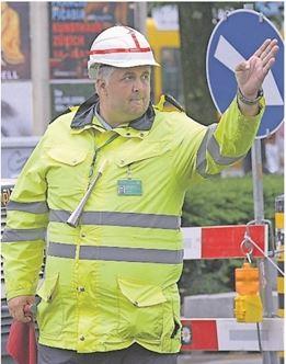 Ein Security-Mitarbeiter mit Signal-Horn.